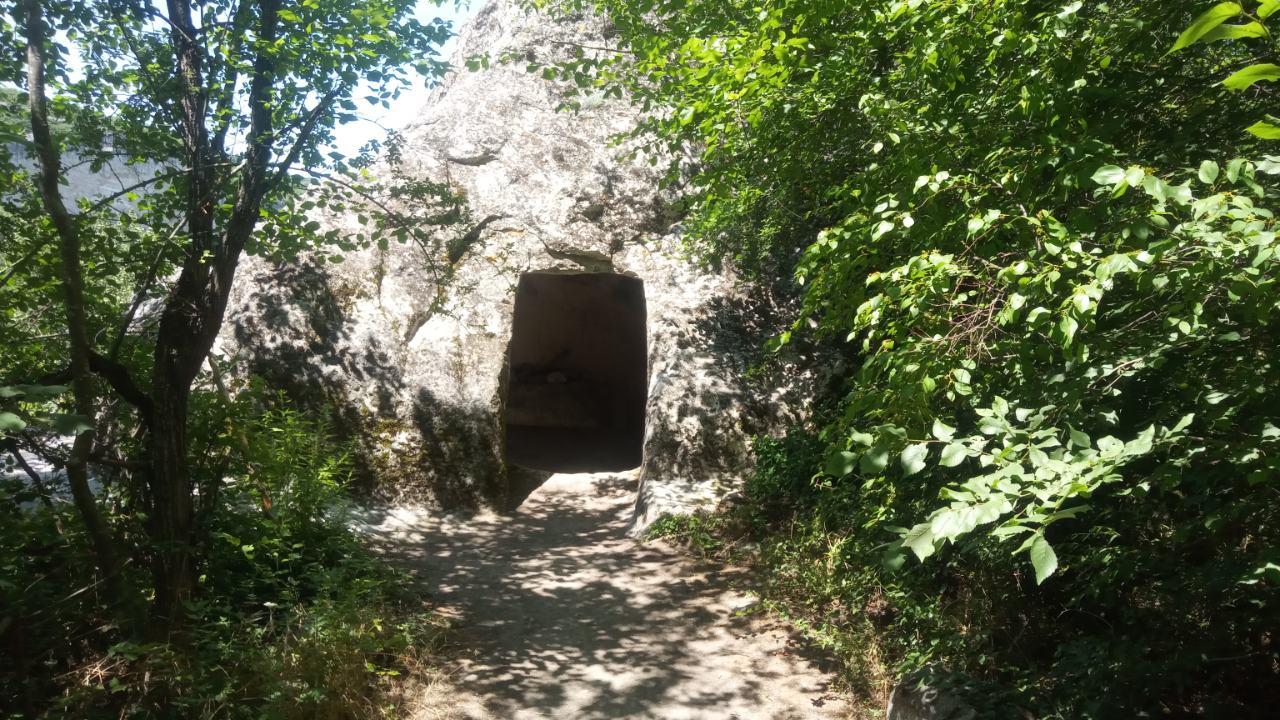 Пещеры в Бахчисарае фото